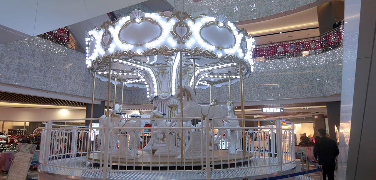 Cel mai frumos carusel e la București Mall sau cum am fost iar copil și m-am dat în carusel la 36 ani